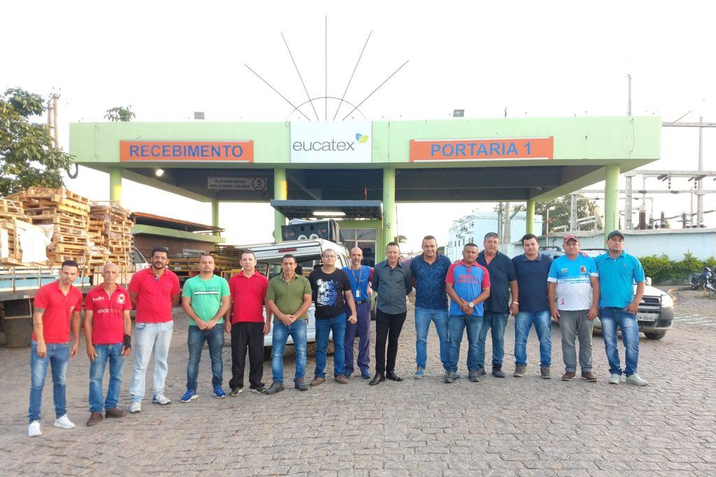 Principais membros da nova diretoria, em assembleia na Eucatex