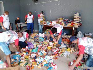 Read more about the article População da região do Santa Cruz doa alimentos para ajudar trabalhadores desempregados