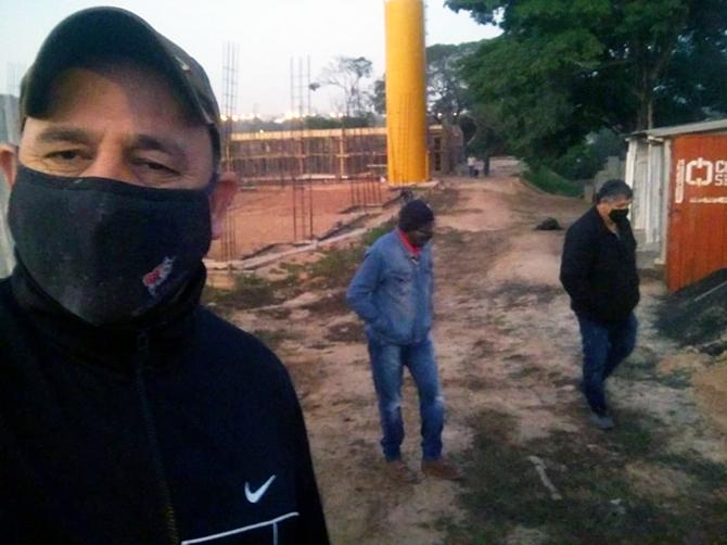 Sindicato visita obras de creche no Parque Laguna para conversar com os trabalhadores